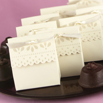 Click for larger picture of IVORY SCALLOPED EDGE FAVOR BOXES PARTY SUPPLIES